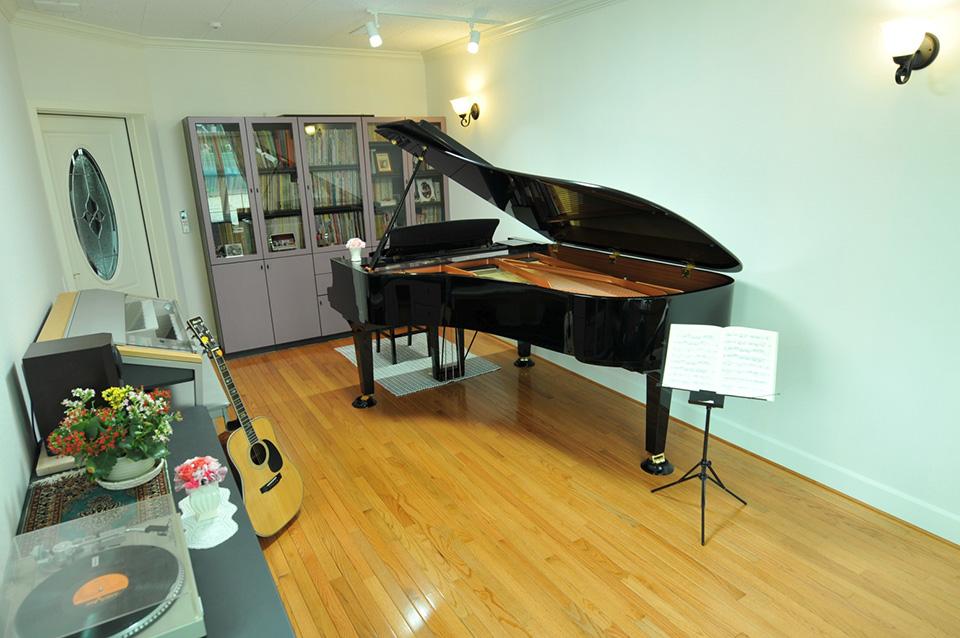 新開様ピアノ室